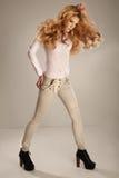 Modefoto der jungen ausgezeichneten Frau. Studiofoto Stockbild