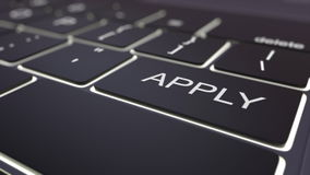 Moderne schwarze Computertastatur und leuchtende wenden Schlüssel an Wiedergabe 3d Lizenzfreies Stockbild