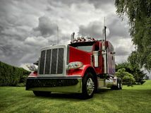 Moderne Semi Vrachtwagen Royalty-vrije Stock Foto's