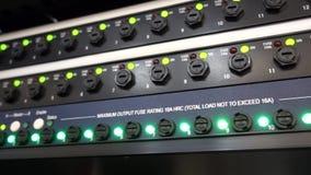 Moderne Server der Platte im Rechenzentrum Supercomuter-Telekommunikationstechnik ServerGestellsicherungen stock video