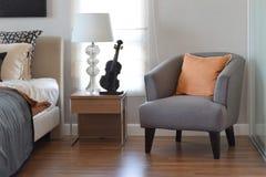 Moderne Slaapkamer Met Moderne Grijze Lamp Stock Fotos– 62 Moderne ...
