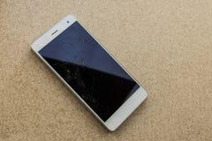 Moderne smartphone van het aanrakingsscherm met het gebroken scherm Royalty-vrije Stock Foto