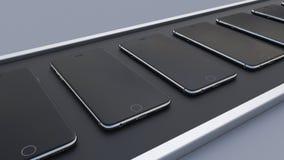 Moderne Smartphones, die das Förderband weitergehen High-Teche Handyfertigungsstraße Wiedergabe 3d Lizenzfreies Stockfoto