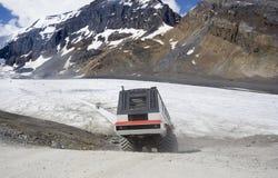 Moderne sneeuwscooter op reis Royalty-vrije Stock Fotografie
