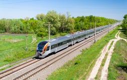 Moderne snelle passagierstrein royalty-vrije stock fotografie