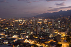 Moderne städtische Stadt nachts Lizenzfreies Stockbild