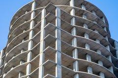Moderne Stadt, die im Bau errichtet Stockbilder