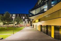 Moderne Stadt-Gebäude in Aachen, Deutschland nachts Stockfotografie