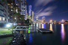 Moderne Stadt nachts Stockfoto