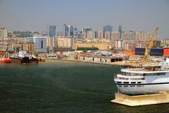 Moderne Stadt und Seehafen Neapel, Italien Stockbild