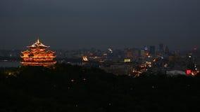 Moderne Stadtskyline und -Bürogebäude in Hangzhou stock video