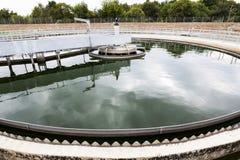 Moderne stedelijke afvalwaterzuiveringsinstallatie royalty-vrije stock foto