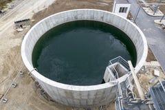 Moderne stedelijke afvalwaterzuiveringsinstallatietank Royalty-vrije Stock Foto