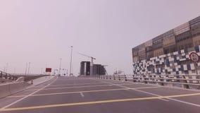 Moderne Straßenkreuzungen im Abu Dhabi-Vorratgesamtlängenvideo stock video