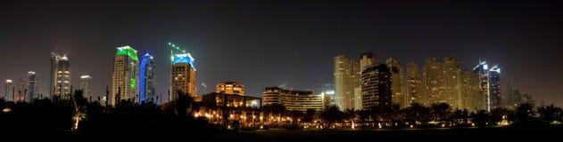 Moderne Strandurlaubsort-Skyline Stockfoto