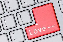 Moderne Tastatur mit Liebestext lizenzfreies stockfoto
