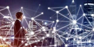 Moderne Technologien und Vernetzung als effektives Werkzeug für modernes Geschäft Lizenzfreies Stockbild