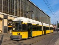 Moderne tram in Berlijn op Alexanderplatz Stock Foto