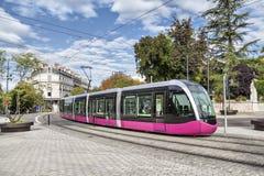 Moderne Tram in Dijon lizenzfreie stockfotografie