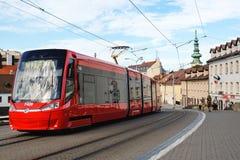 Moderne tram in het centrum van Bratislava Royalty-vrije Stock Foto