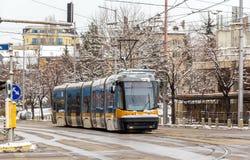 Moderne tram op een straat van Sofia Stock Foto