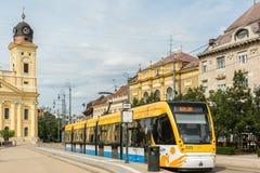 Moderne Tram op Marktstraat Royalty-vrije Stock Afbeeldingen