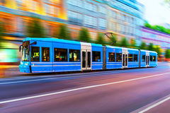 Moderne tram op stadsstraat in Stockholm, Zweden Royalty-vrije Stock Foto's