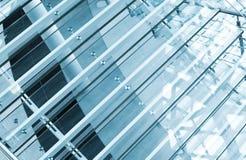 Moderne Treppen hergestellt vom Glas stockbild