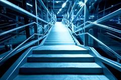 Moderne Treppen nachts Lizenzfreie Stockfotografie