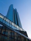 Moderne und alte Architektur im Finanzbezirk von Frankfurt, Deutschland Stockbilder