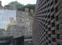 Moderne und alte Backsteinmauer Lizenzfreies Stockfoto