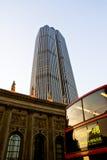 Moderne und alte Gebäude Lizenzfreie Stockfotos