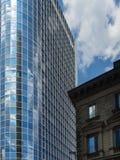 Moderne und alte Geschäftsarchitektur in Frankfurt, Deutschland Stockbilder