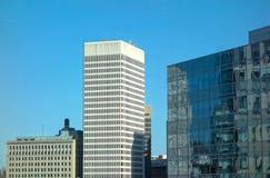 Moderne Unternehmensbürogebäude-Äußere Stockbild