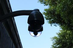 Moderne veiligheidscamera, openbare kabeltelevisie royalty-vrije stock fotografie