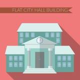 Moderne Vektorillustration des flachen Designs der Rathaus-Gebäudeikone, mit langem Schatten auf Farbhintergrund Stockfoto