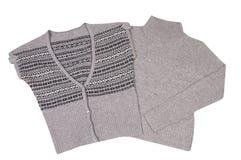 Moderne warme Weste und Strickjacke auf einem Weiß. Stockfotografie