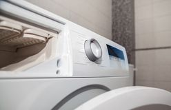 Moderne wasmachine royalty-vrije stock afbeelding