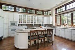Moderne weiße Küche Lizenzfreie Stockfotografie