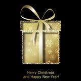 Moderne Weihnachtsgrußkarte mit goldener Weihnachtsgeschenkbox Stockfotografie