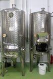 Moderne Weinkellereibehälter Lizenzfreies Stockfoto