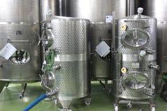 Moderne Weinkellereibehälter Lizenzfreie Stockfotos