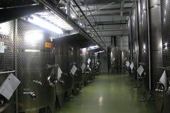 Moderne Weinkellereibehälter Lizenzfreie Stockbilder