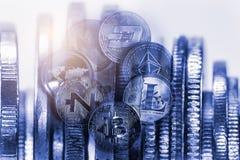 Moderne Weise des Austausches Bitcoin ist bequeme Zahlung in globalem lizenzfreie stockfotos