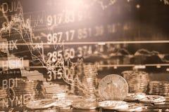 Moderne Weise des Austausches Bitcoin ist bequeme Zahlung im Markt der globalen Wirtschaft Virtuelle digitale Währung und Finanzi lizenzfreie stockbilder