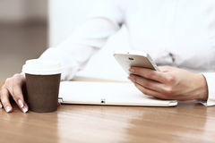 Moderne werkplaats met digitale tablet stock afbeelding