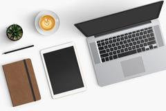 Moderne werkruimte met koffiekop, smartphone, document, notitieboekje, t Stock Afbeeldingen