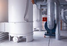 Moderne Werkstatt in der Anlage für die Produktion des Nahrungsmittelmehls vom Weizen, Mehl vom Mais machend lizenzfreie stockfotos
