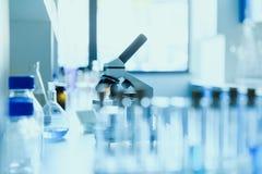Moderne wetenschappelijke medische apparatuur bij testlaboratorium in kliniek royalty-vrije stock fotografie