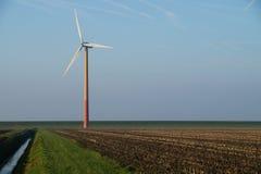 Moderne Windmühle - Windkraftanlage Stockbilder